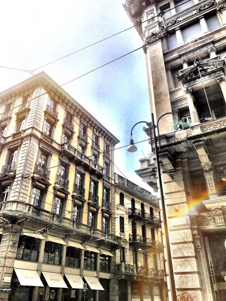 Wimdu, Milan, Fasten Ur Seatbelts