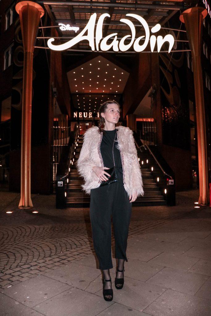 Hamburg, Fasten Ur Seatbelts, Hyperion Hotel